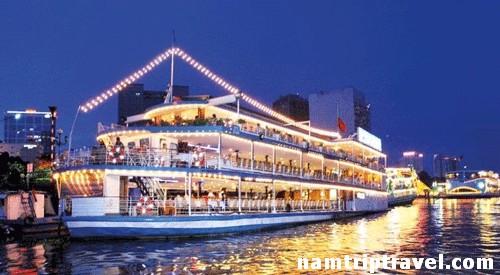 Ăn tối trên Tàu Sài Gòn